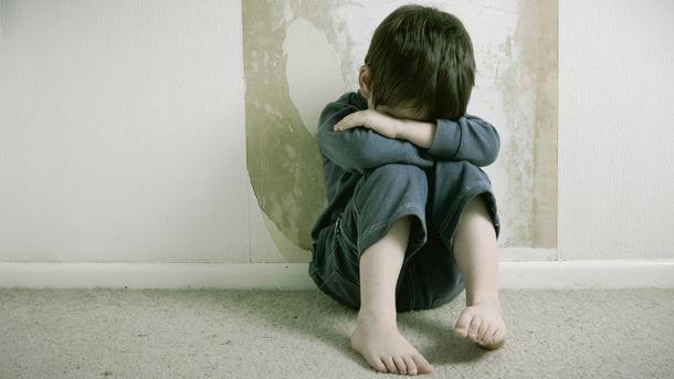 В Якутске ребенок заночевал в подъезде из-за пьющей матери
