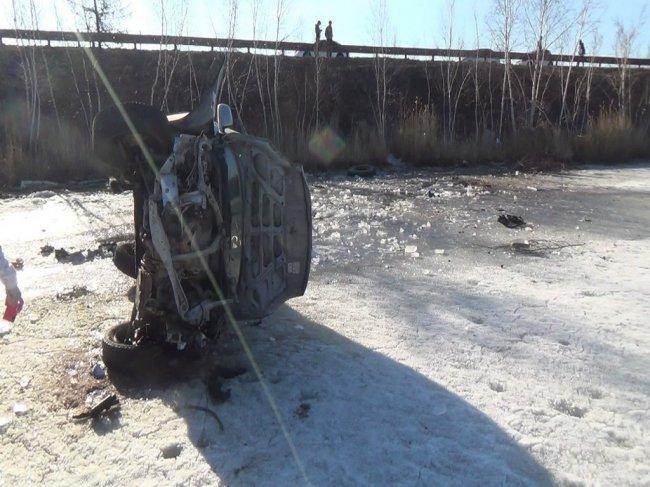 На Намском тракте в результате опрокидывания погиб молодой человек