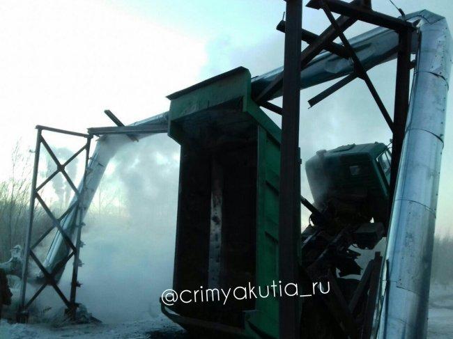 В поселке Сангар Кобяйского района грузовик оставил без отопления целый микрорайон