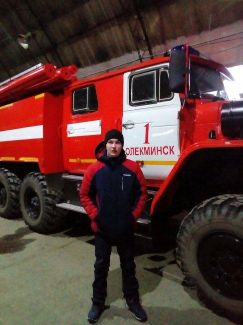 Мужество на пожаре: В Олекминске два героя спасли людей из горящего дома