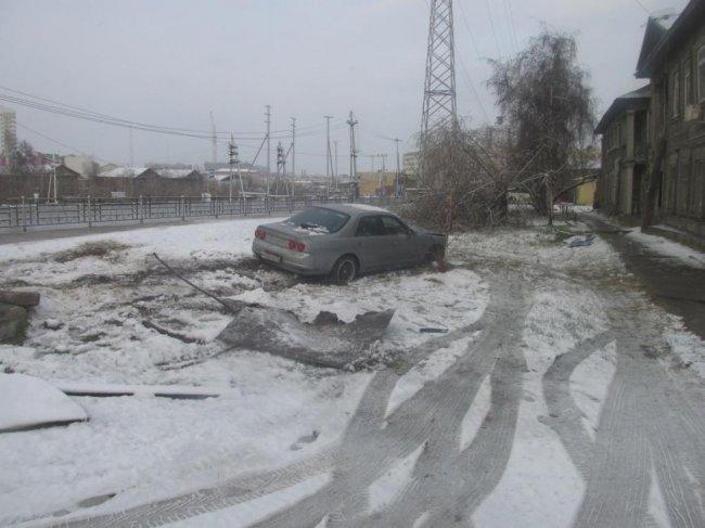 В Якутске водитель Н-Скайлайна ушел с места ДТП, бросив автомобиль