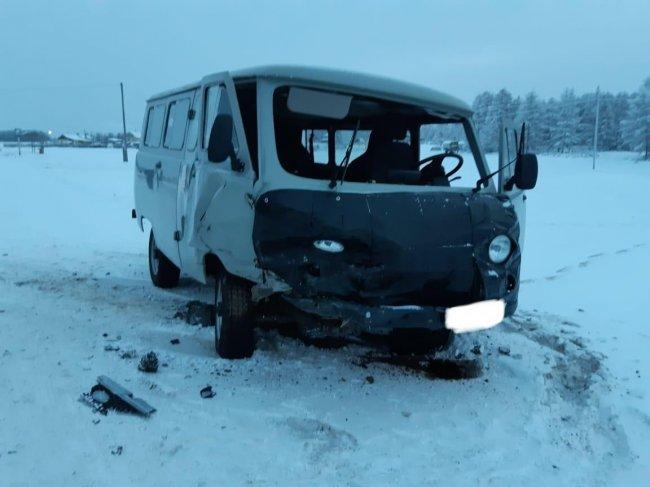 Водитель автомобиля, врезавшийся в микроавтобус с детьми в Нюрбинском районе Якутии, был пьян