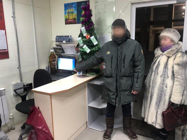 Вооруженным грабителем, напавшим на алкомаркет в Якутске, оказался бывший преподаватель ВУЗа.