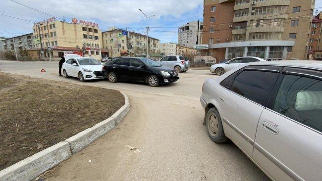 Массовое ДТП произошло в Якутске с участием 4 авто